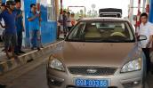 Tài xế xe biển số xanh dừng xe không chịu mua vé BOT Sóc Trăng