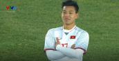Chỉ cao 1m62 nhưng Văn Thanh - hậu vệ ghi bàn dứt điểm trận đấu với Qatar - ăn mặc vẫn đẹp xuất sắc