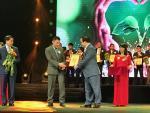 Tân Hoàng Minh ủng hộ 11.000 chiếc ghế cho nhà văn hóa địa phương
