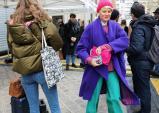 Những bộ cánh street style sặc sỡ màu sắc tại tuần lễ thời trang 2018