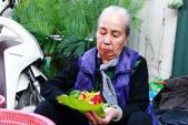 Gặp người gói hoa Tết giữ nét đẹp của Hà Nội xưa