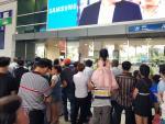 Nô nức đón Việt kiều về quê ăn Tết, ga quốc tế Tân Sơn Nhất kẹt cứng