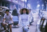 Kiểu áo dài tôn triệt để vòng eo được thiếu nữ Sài Gòn xưa mê đắm