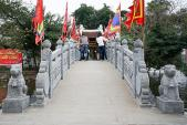 Ngắm đền Thủy Trung Tiên soi bóng hồ Trúc Bạch