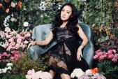 BTV Hoài Anh diện váy ren khoe nhan sắc nổi bật giữa vườn hoa