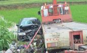 Ôtô 7 chỗ dập nát khi đấu đầu xe cứu hộ, 7 người thương vong