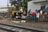 Đi bộ trên đường sắt, người đàn ông bị tàu tông tử vong