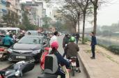 Hai người đàn ông lao vào ẩu đả sau va chạm giao thông