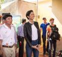 Hoa hậu H'Hen Niê ăn mặc giản dị, hăng say đi làm từ thiện