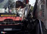 Ôtô khách tông xe tải, hơn 20 người thoát chết