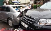 Hàng loạt xe tông liên hoàn ở Hà Nội, nhiều người bị thương