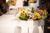 Ngập tràn sắc hoa trên sàn catwalk trong show diễn của WEILL Paris