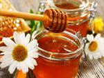Với 5 ngàn đồng, chị em có ngay cách dưỡng môi bằng mật ong khỏi cần bôi son