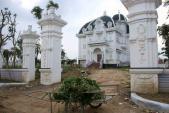 Xôn xao tòa lâu đài trắng nguy nga tráng lệ của cụ bà 78 tuổi ở Hà Tĩnh