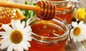 Chị em có ngay cách dưỡng môi bằng mật ong chỉ với 5.000 đồng