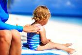 Giải cứu làn da siêu nhạy cảm với 7 loại kem chống nắng cho bé