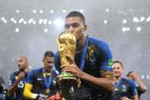 Ít ai biết, chiếc vali đựng cup vàng của World Cup 2018 là hàng hiệu xa hoa