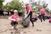 Bản tin Hoa hậu: Thí sinh Hoa hậu VN phía Bắc dọn rác vẫn không ngừng đẹp
