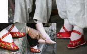 Bó chân gót sen, kéo cổ dài: Làm đẹp kỳ quái, đau đớn thế này mà vẫn có người làm!