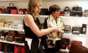 Lóa mắt với tủ quần áo toàn đồ hiệu sang chảnh của bà mẹ 62 tuổi hot nhất Hollywood