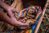 Tập tục thay quần áo mới cho người chết ở Indonesia