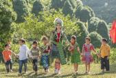 Người đẹp gây chú ý với loạt hình chơi cùng trẻ em vùng cao hóa ra là một Á hậu