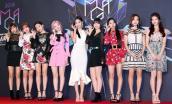 Xén váy ngắn hơn, Nayeon Twice vẫn không quyến rũ bằng Địch Lệ Nhiệt Ba và Ngô Cẩn Ngôn