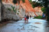 Cần trả lại vẻ đẹp tự nhiên cho danh thắng Suối Tiên ở Phan Thiết