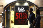 Cửa hàng ở Sài Gòn ùn ùn khuyến mãi từ nửa tháng trước Black Friday