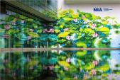 Hoàn thành bức tranh Sen tại Nhà ga Quốc tế Sân bay Nội Bài