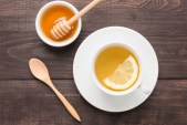 7 lý do bạn nên uống nước chanh mật ong ấm mỗi sáng
