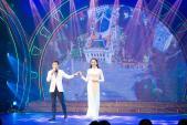 Ngọc Nữ duyên dáng trình diễn áo dài của Hoa hậu Ngọc Hân