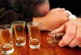 Chuyên gia khuyến cáo nguy hiểm của việc uống rượu dịp Tết