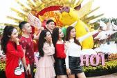 Lễ hội hoa xuân bên vịnh Hạ Long hút khách tham quan