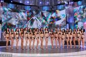 Dàn thí sinh hoa hậu ngượng chín mặt vì mặc bikini trình diễn trên sân khấu