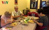 Khách Tây thích thú với du lịch ẩm thực Việt Nam