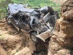Bé gái 11 tuổi thoát chết khi ôtô lao xuống vực sâu 400 mét
