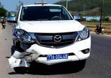 Người chạy xe máy tử nạn sau va chạm với ôtô cảnh sát