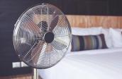Mùa hè đến, ngủ với quạt có thể gây hại sức khỏe