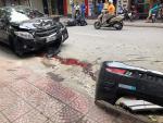 Người đi xe máy nhập viện sau khi 2 ôtô tông nhau