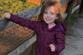 Bé gái 5 tuổi không thể đứng dưới ánh mặt trời vì căn bệnh kỳ lạ