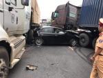 Tai nạn liên hoàn ở Bắc Ninh, ôtô Hyundai bị kẹp giữa 2 xe đầu kéo
