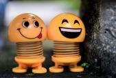 Giải mã cơn sốt lò xo mặt cười - món đồ chơi được nhà nhà săn lùng