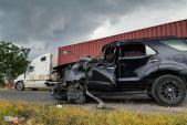 Ôtô 7 chỗ đâm trực diện xe đầu kéo, tỉnh lộ 379 ùn tắc kéo dài