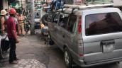 Ôtô húc văng 2 xe máy ở Sài Gòn, 2 người nhập viện cấp cứu