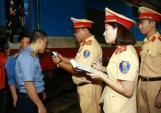 Hai nhân viên gác chắn tàu bị phạt vì vi phạm nồng độ cồn