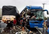 Xe khách đối đầu xe tải, 3 người nhập viện