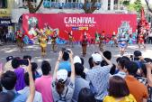 Carnival đường phố khuấy động phố đi bộ Hồ Gươm nhân kỷ niệm
