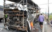 Xe giường nằm cháy rụi, 40 hành khách thoát chết