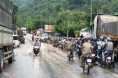 Sạt lở ở đèo Bảo Lộc, đường lên Đà Lạt tê liệt